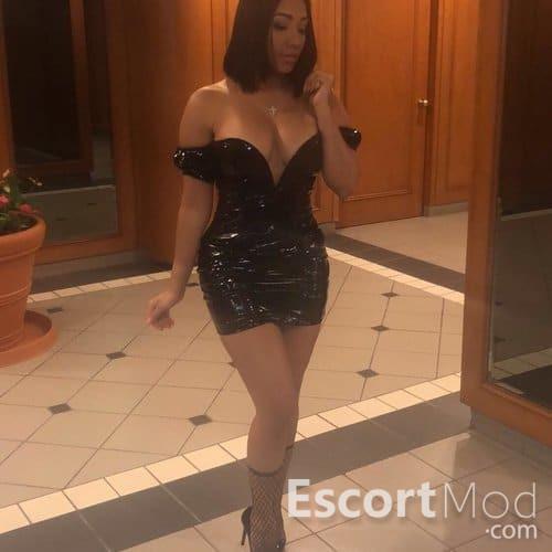 SEXY MONICA
